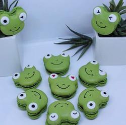 Personalised frog macarons