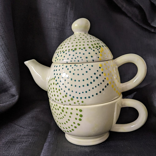 One person teapot and cup