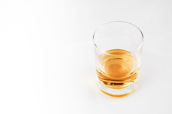 alcohol-alcoholic-beverage-bar-51979.jpg