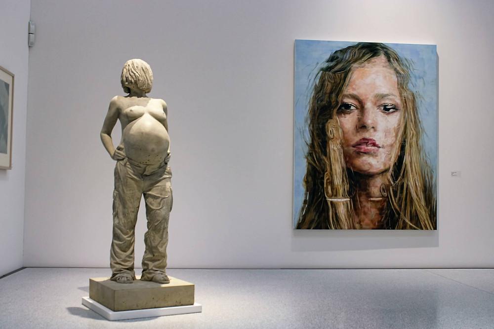 schwangere frau statue und bild