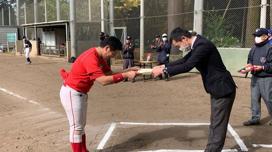 上野軟式野球リーグ戦決勝戦、表彰式を開催