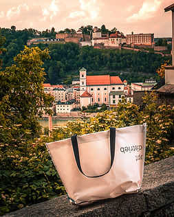 INN.MYBAG Shopper vor der Stadt Passau