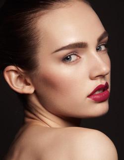red lips make up.JPG