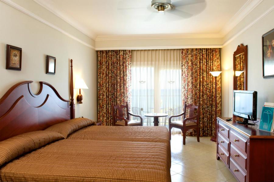 habitacion-room-01_tcm55-31475[1]
