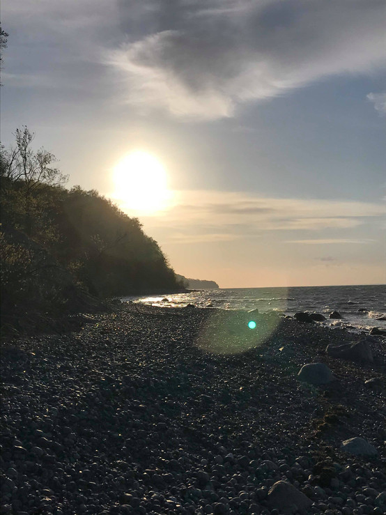 Strand, sten & solnedgang
