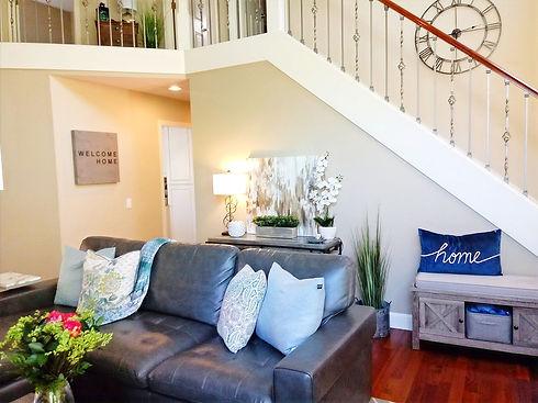 living-entry-stairs-tapadera_edited.jpg