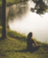 woman-sitting-on-grass-by-lake-290627_ed