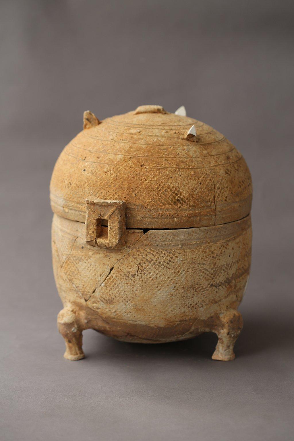 Ceramic Mingqi Tripod