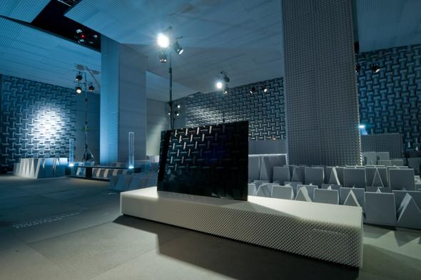 Monolithic TV Display