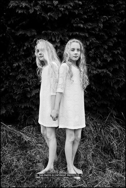 Lonne and Hanne    (Cat N° 7085)