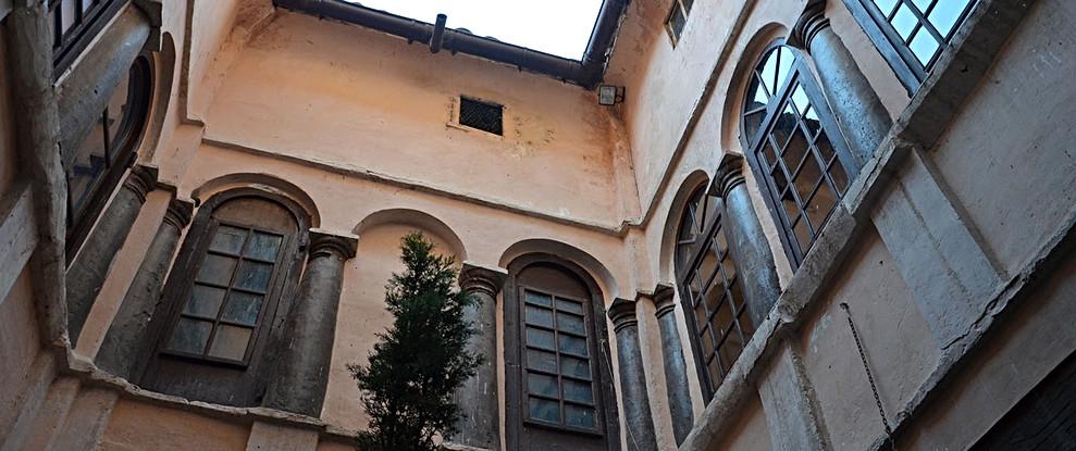 Patio Siglo XVI / 16th century interior courtyard