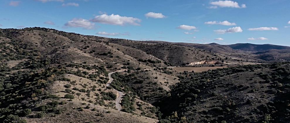 Carretera en monte bajo / Mountain road