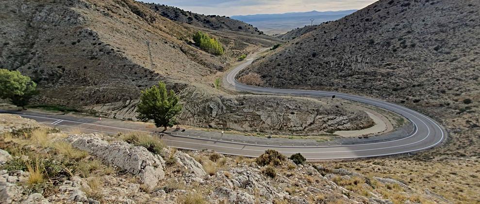 Carretera entre falla / Road between rocks