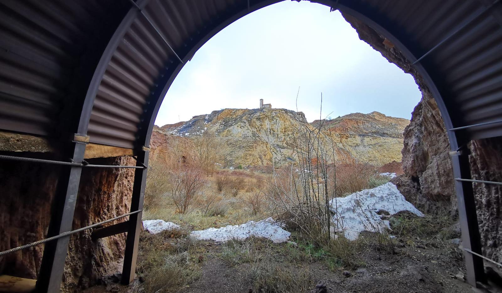 Túnel de mina- Mine Tunnel