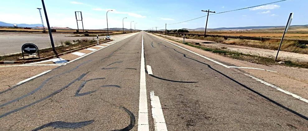 Carretera fantasma / Lonely road