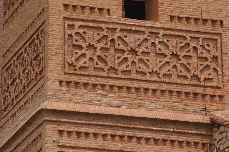 Detalle de la Torre Mudéjar de Romanos.