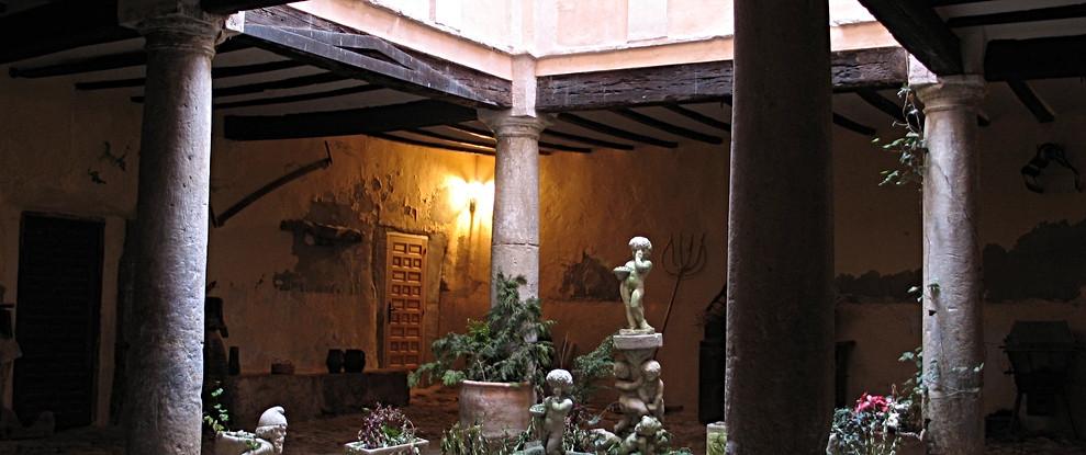 Patio S XVI / 16th century interior courtyard