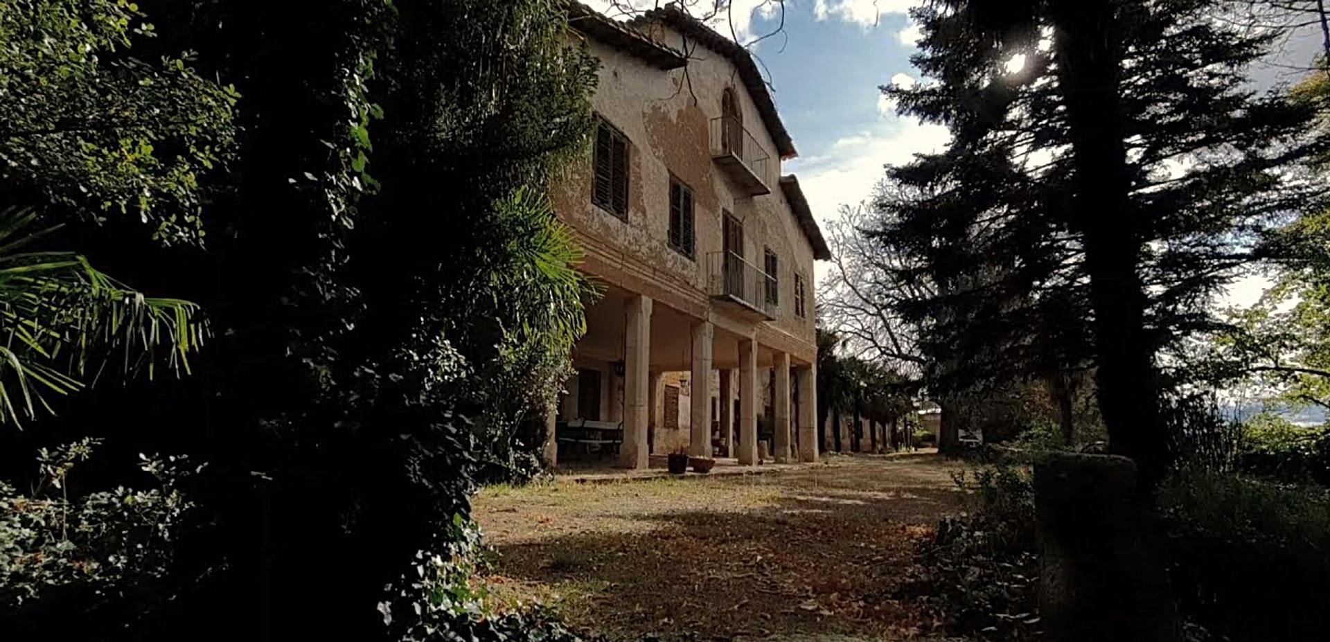 Antigua Villa con jardín centenario /Old Villa with Centennial Garden