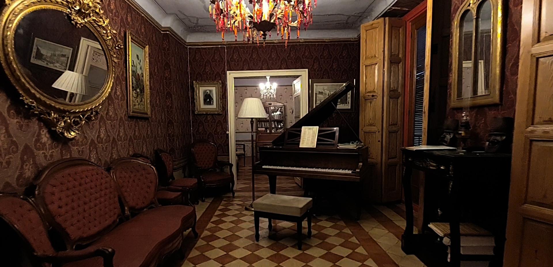 Salón con piano Siglo XIX /19th century piano lounge