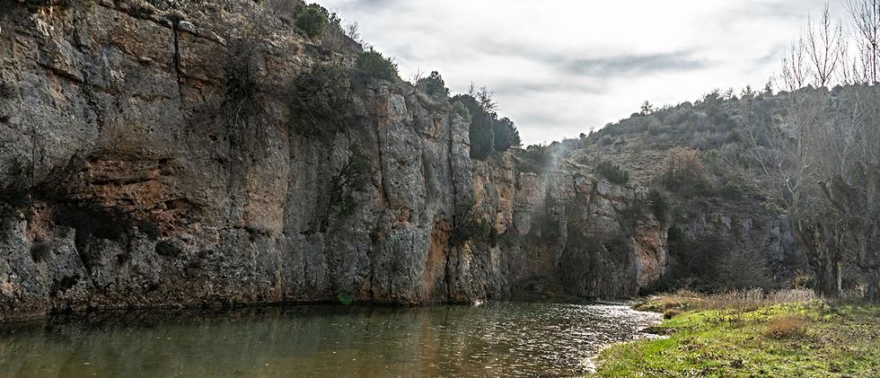 Barranco con riachuelo / River canyon