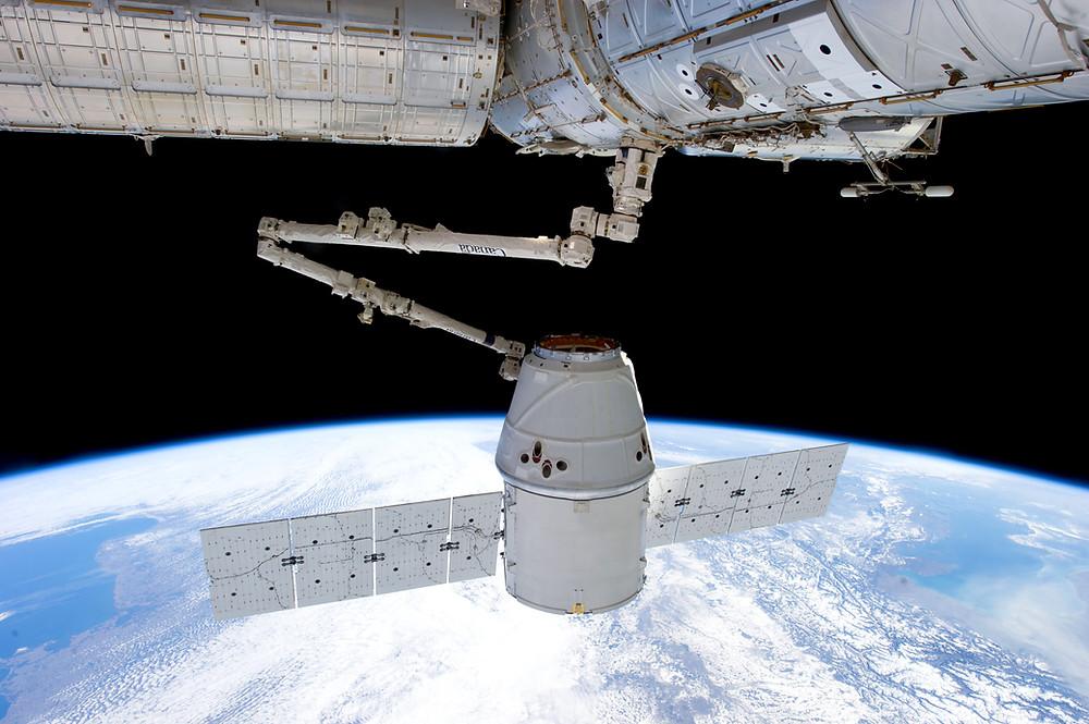 Space X Dragon Re-Supply Spacecraft