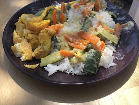 Omelette accompagnée de riz et carottes/courgettes à la crème