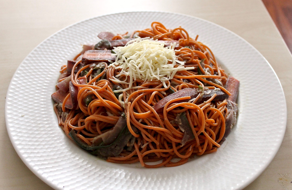 Spaghettis quinoa tomate accompagnée de courgettes et carottes multicolores en lamelles #dieteticienduvar #dietetique #nutrition #spaghettis