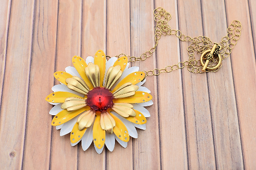 Yellow and White Metal Flower Pendant Necklace
