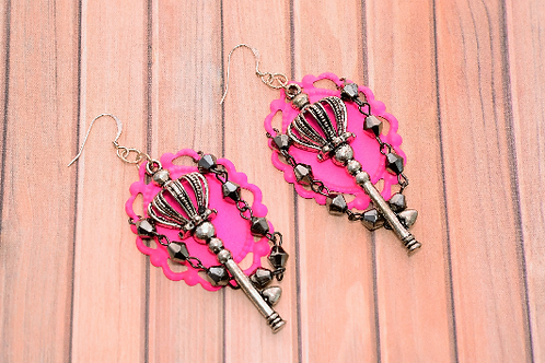 Hot Pink Frame with Key and Chain