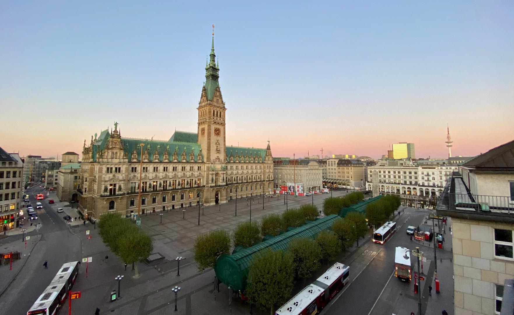 Rathaus Foto 2019 morgens.jpg