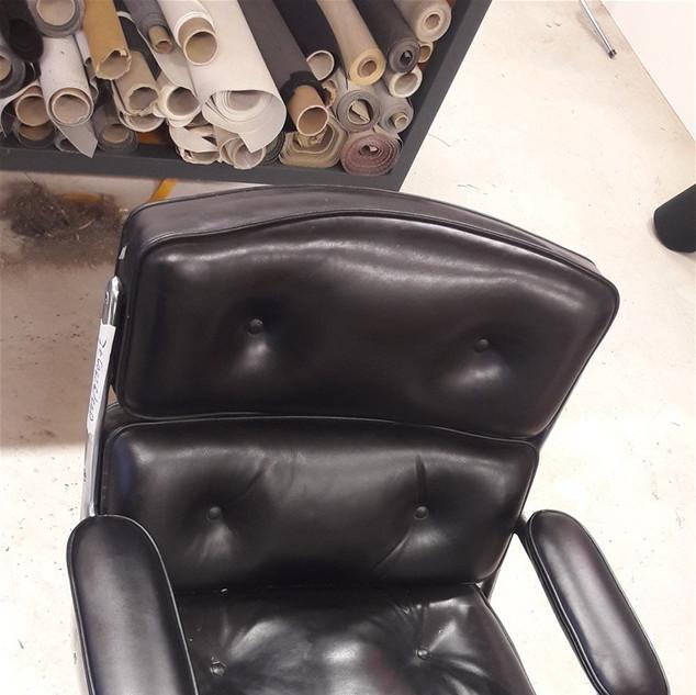 Restauration des accoudoirs de ce fauteuil