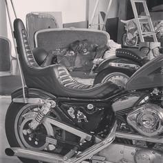"""Selle """"chopper"""" fabriquée entièrement pour un Harley Sportster"""