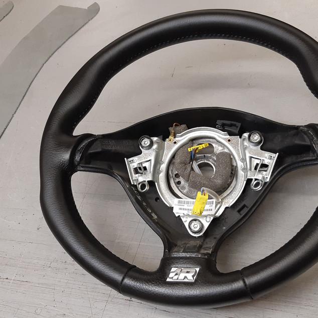 Volant Golf R32. Remplacement du cuir.