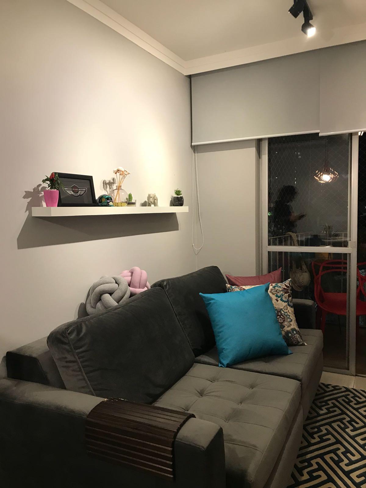 Sofá e cortinas