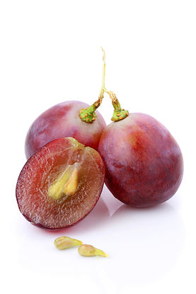 An half and fullness grapes with seeds i