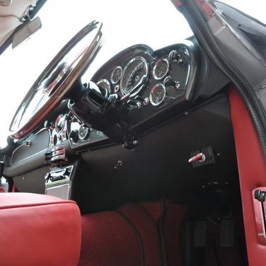Aston_Martin_DB6_3280_3 (2).jpg