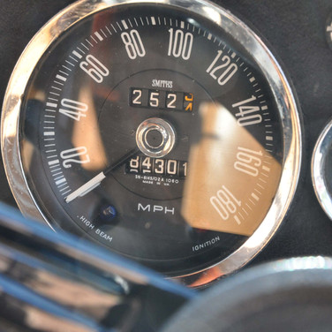 Aston_Martin_DBS_5634_S1 (5).jpg