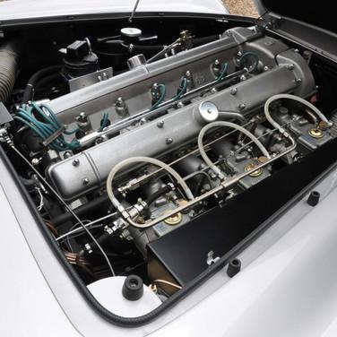 Aston_Martin_DB6_3280_2 (2).jpg