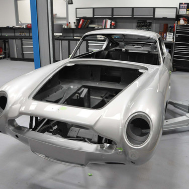 Aston_Martin_DB6_Assembly_3280_0427.jpg
