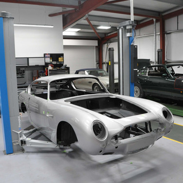 Aston_Martin_DB6_Assembly_3280_0417.jpg