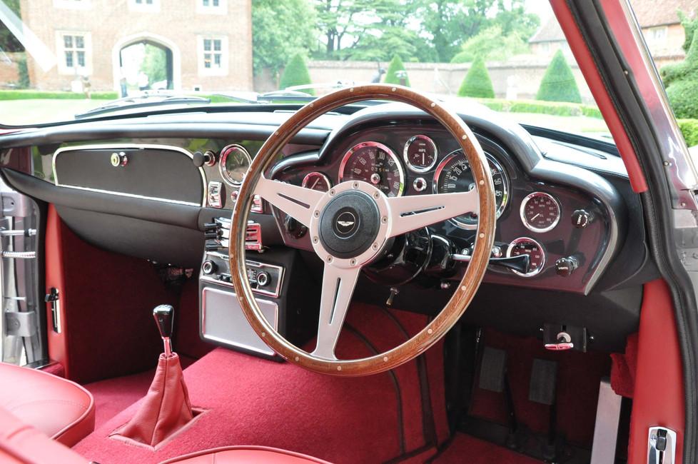 Aston_Martin_DB6_3280_3 (4).jpg