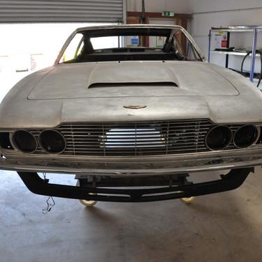Aston_Martin_DBSV8_10165_F8 (13).jpg
