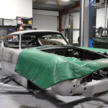 Aston_Martin_DB6_Assembly_3280_0983.jpg
