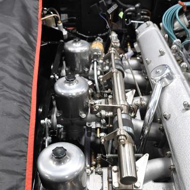 Aston_Martin_DB6_3240_AA1 (2).jpg