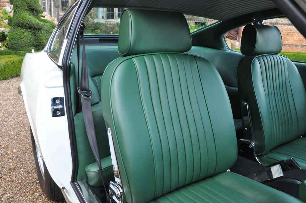 Aston_Martin_DBSV8_0596.jpg
