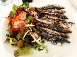 Sardines a la Brasa amb Amanida