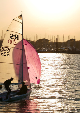 Sailing boat enters Lyminton