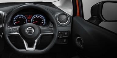 New-Nissan-Note-Interior-steering-wheel-