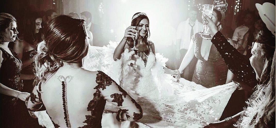 noiva feliz com dj ricardo branco