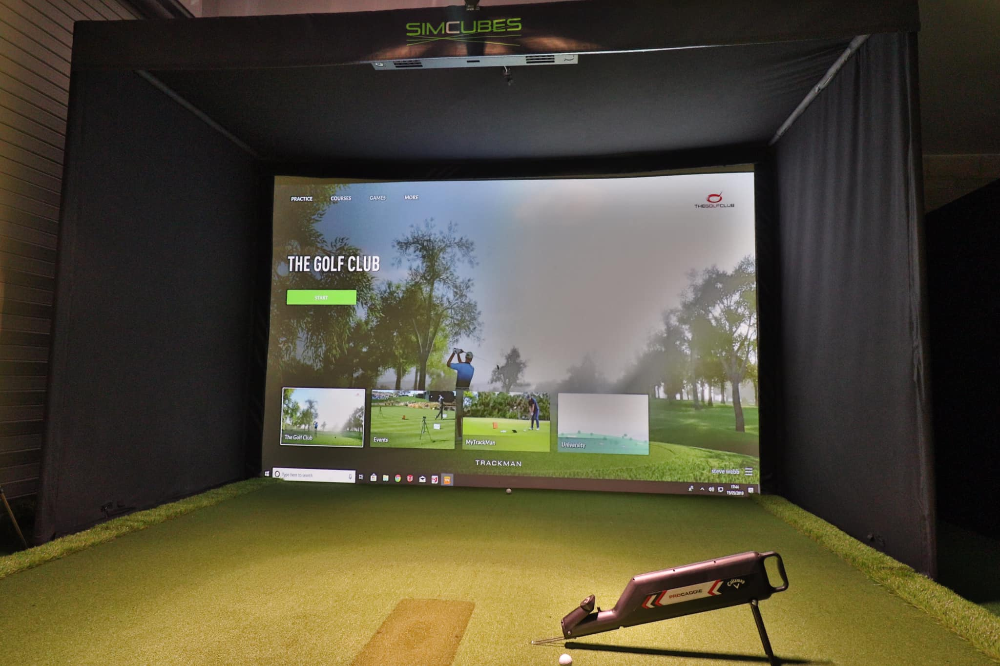 4.5m x 3m SimCube with Trackman and raised floor